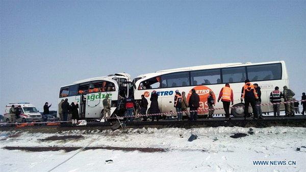 برخورد مرگبار اتوبوس اسکانیا با کامیون آمیکو حین بکسل کردن