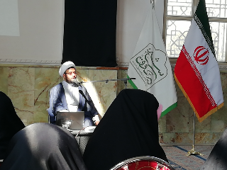 حسینی: با الگو برداری از خاطرات شهدا، زندگی مشترک را دوام بخشیم